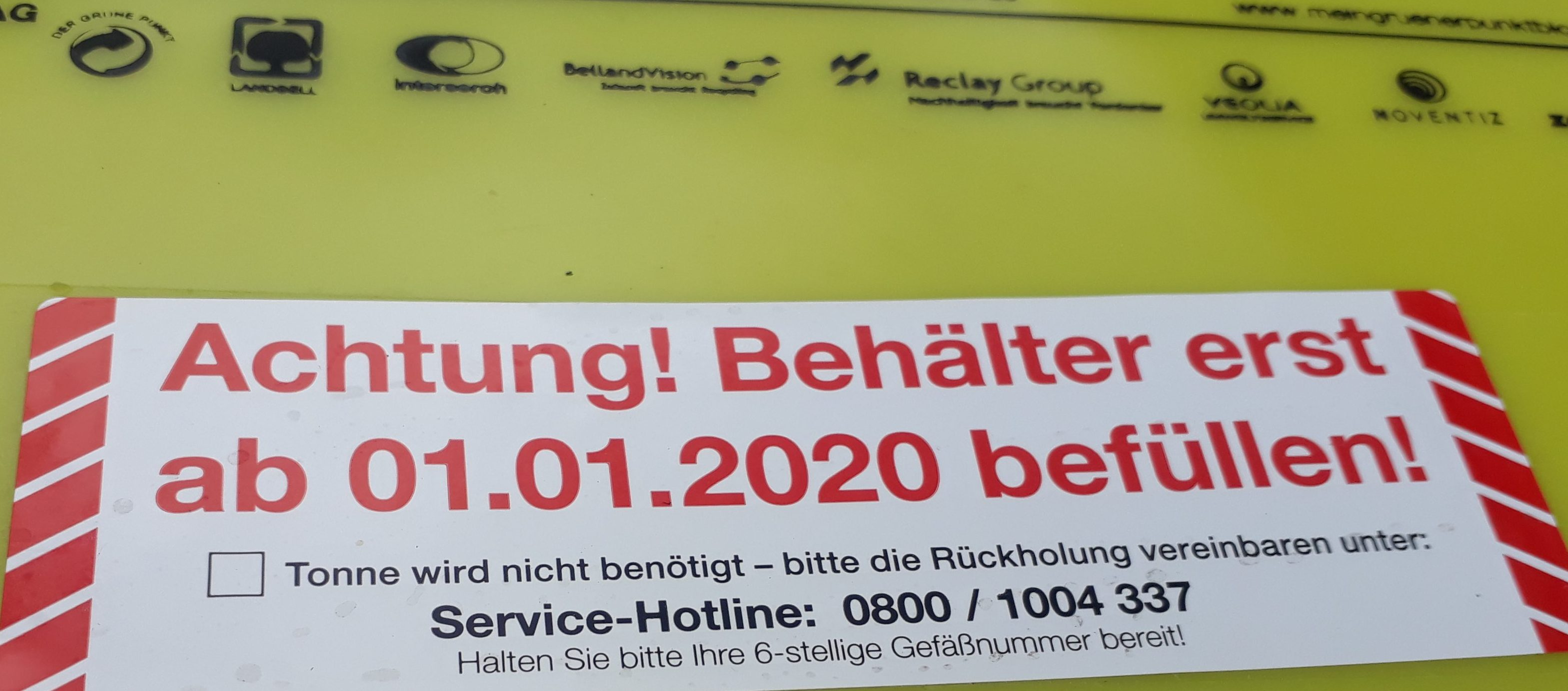 Gelbe Tonne: erst ab 01.01.2020 nutzbar, stehen aber jetzt schon im Weg herum.